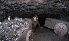 Miner-in-rat-hole-mine